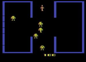 Berzerk, Atari (1982). En la captura se comprueba que sólo aparece un enemigo por cada línea horizontal.