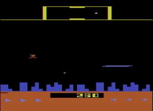 Defender, Atari (1982). Efectivamente, mientras disparamos nuestra nave desaparece. Somos invencibles!