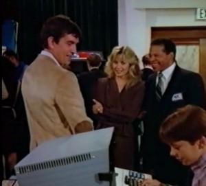 Johnson antes de trabajar para la OCP. Al fondo, Star Wars de Atari.