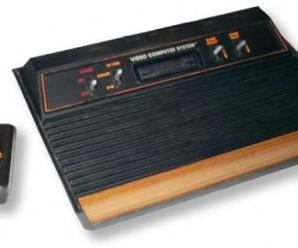 La clásica consola Atari VCS frontal madera
