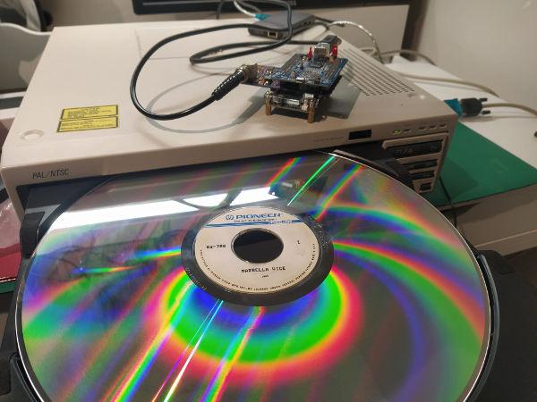 Laserdisc de Marbella Vice. Fotografía de Pere Vicién, Recreativas.org